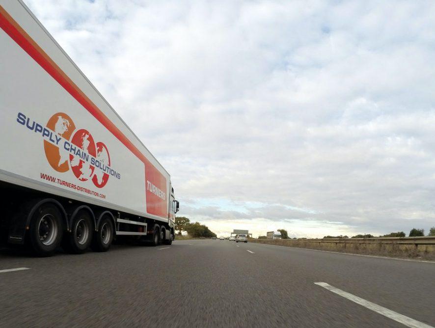 Jakie warunki trzeba spełnić, aby uzyskać prawo jazdy na ciężarówkę?