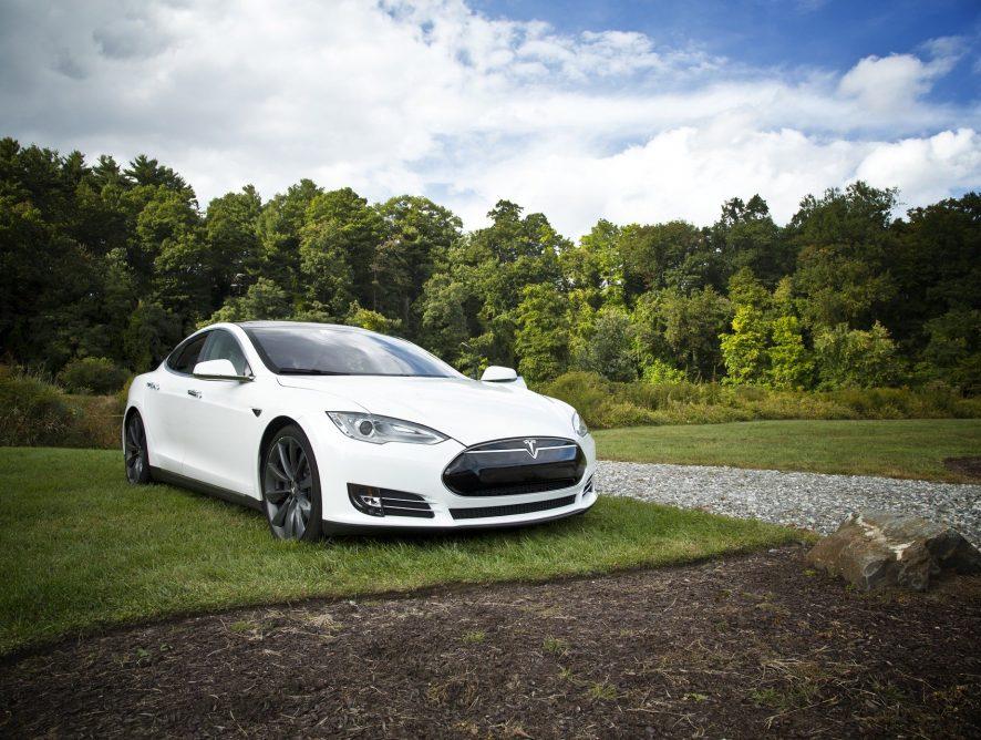 Ile będzie kosztowała Tesla z polskiego salonu? Sprawdzamy