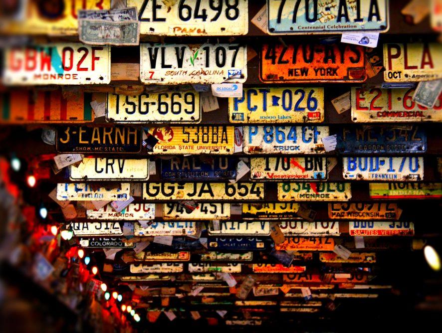Wielka zmiana w przepisach! Prawo jazdy schowasz do kieszeni. Co jeszcze czeka kierowców?