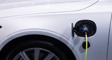 Hybrydy i elektryki sprzedają się lepiej pomimo kryzysu. Kwestia oszczędności czy wzrostu ekologicznej świadomości?