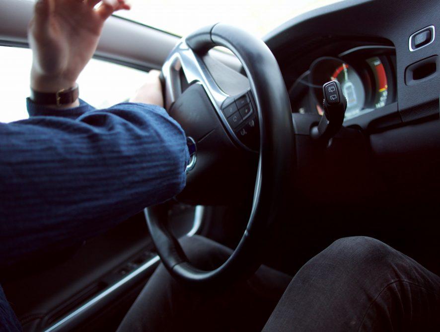 To nagranie czołówki BMW i Nissana mrozi krew w żyłach! Ku przestrodze!