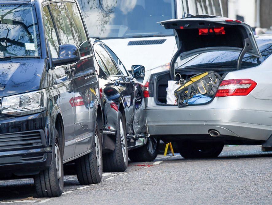 Warszawa. Samochód potrącił kobietę na chodniku