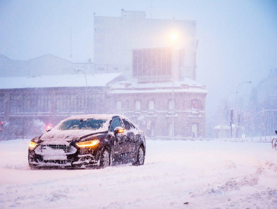 Utrudnienia drogowe w Polsce - śnieg i mróz panują na drogach, uważajcie! (MAPA)