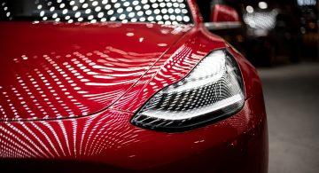 Tesla kusi potencjalnych pracowników stawkami do 3,5 tys. euro