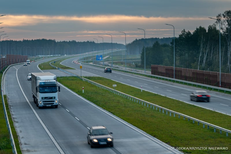 Raport GDDKiA. Inwestycje drogowe dzięki wsparciu funduszy Unii Europejskiej. Plan na 2021 rok!