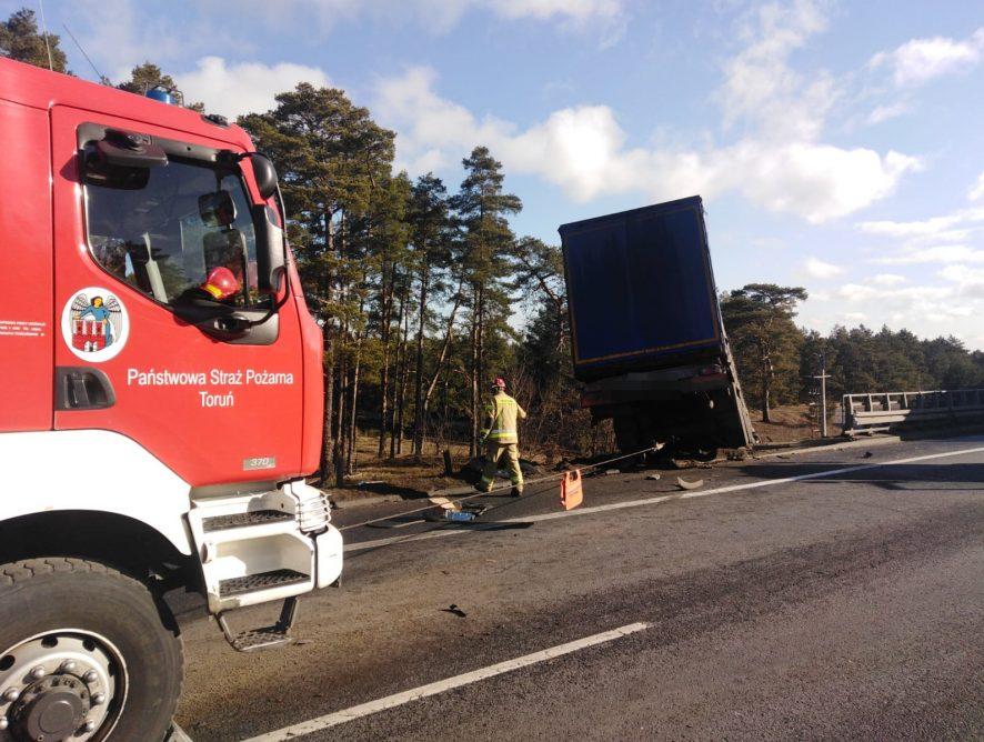 Poważny wypadek na drodze krajowej! Uwaga na utrudnienia!