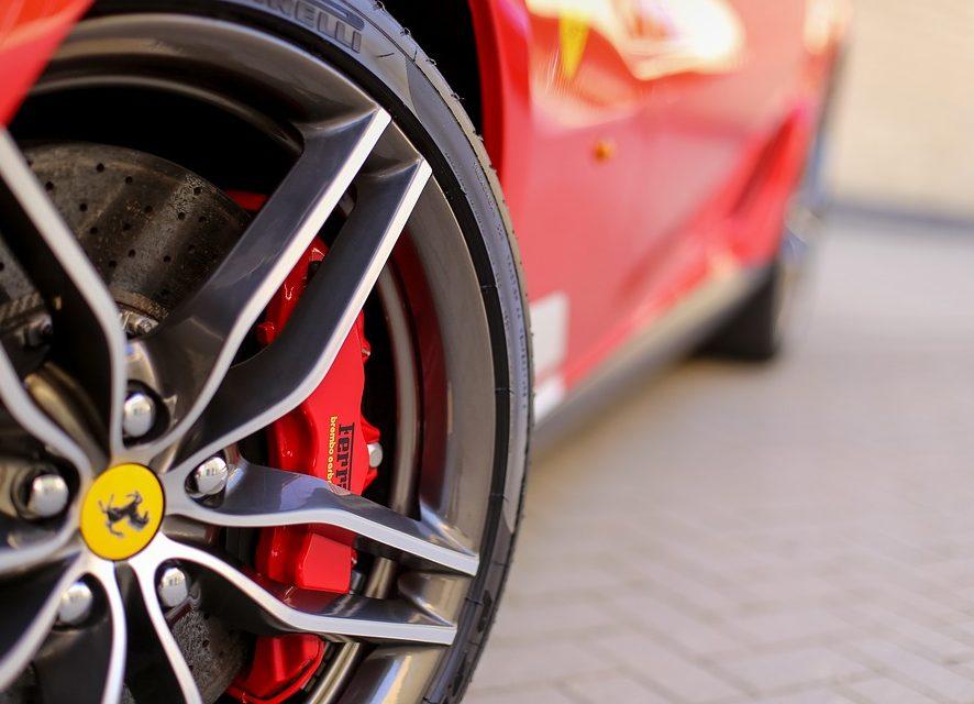 Ferrari SF90 Spider - auto, które zapiera dech w piersiach!
