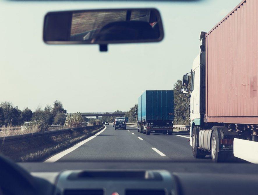 Elektryki mogą korzystać z darmowych przejazdów autostradami!